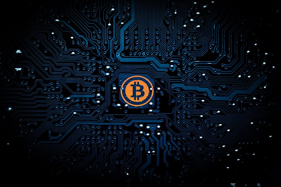 CEOs and institutional behemoths battle over Bitcoin outlook